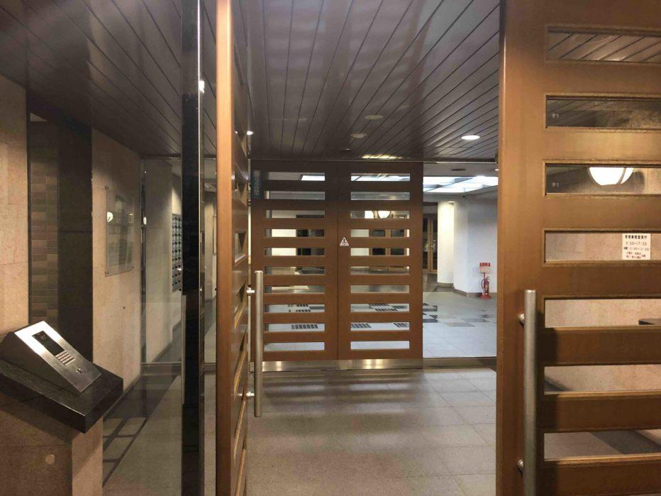 フォーサイト「マンション管理士+管理業務主任者」エントランス照明の写真